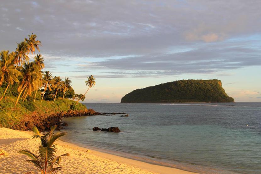 Widok na plażę na wyspach Samowa