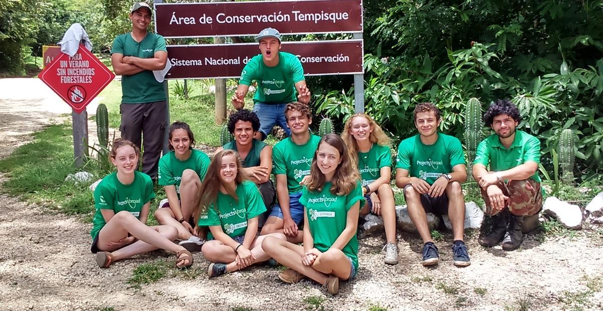 Uczestnicy Grupowego wolontariatu dla szkol
