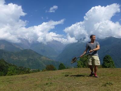 Wolontariusz z projektu ochrony środowiska w Nepalu