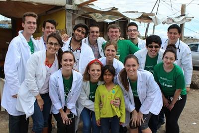 Projects Abroad medical volunteers pose for group photo in Mexico