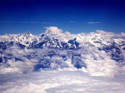 Śnieg na Mount Everest zaobserwowany podczas wolontariatu w Nepalu