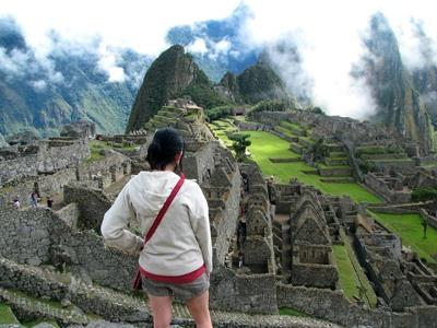 Volunteer in Peru travels to Machu Picchu, one of the seven wonder of the world