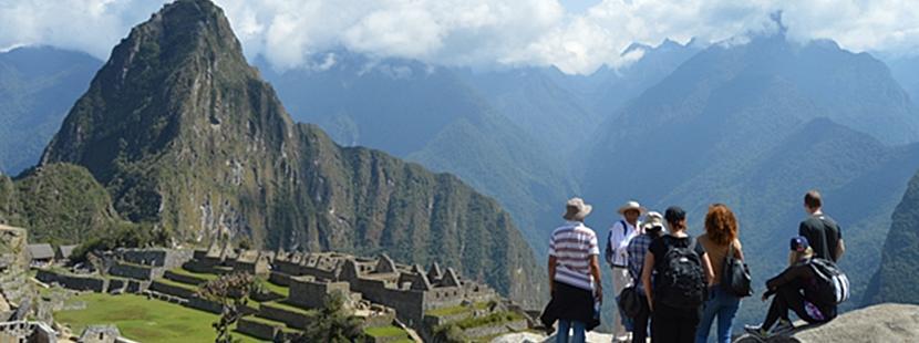 Wolontariusze Projects abroad na wycieczce w Machu Picchu
