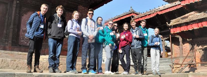 Grupa wolontariuszy w trakcie wycieczki do Kathmandu. Nepal