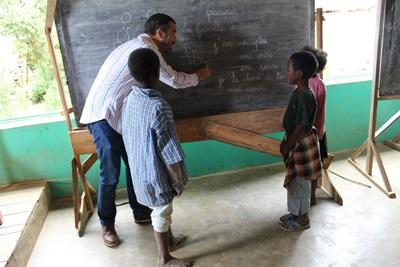 Projects Abroad staff member teaches a language class to children in Madagascar, Africa.