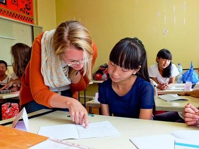 Volunteer on the Teaching project in Mongolia helps a students with classwork