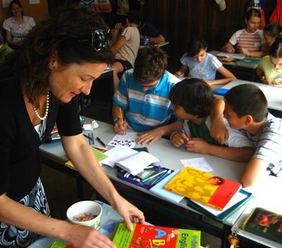Volunteer does arts and crafts with students in a school in Romania