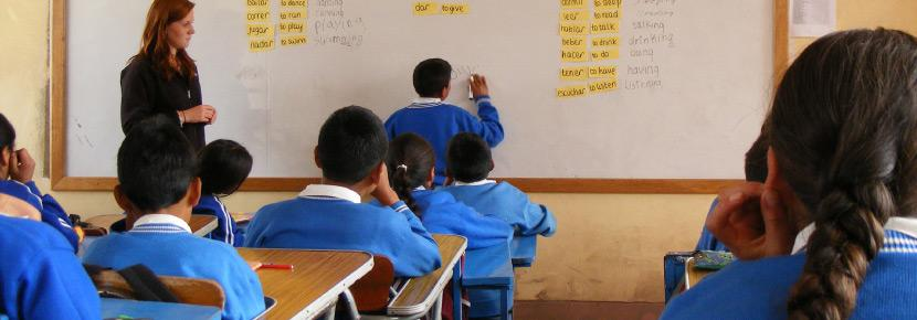 Volunteer teaches a vocabulary lesson in a school in the Sacred Valley of the Incas, Peru