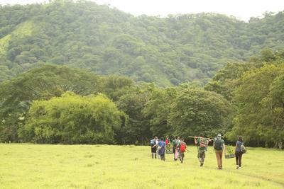 Wolontariusze przemierzają Park Narodowy Barra Honda