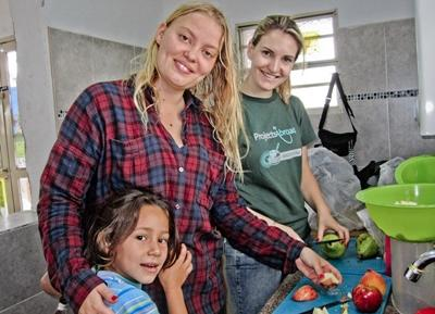 Volunteer working in Latin America makes a healthy fruit salad at her project.