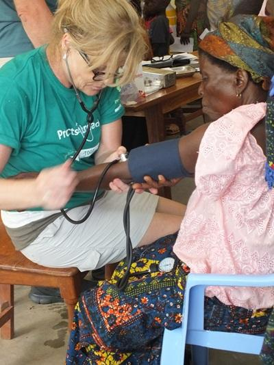Medical outreach in Togo with female volunteer