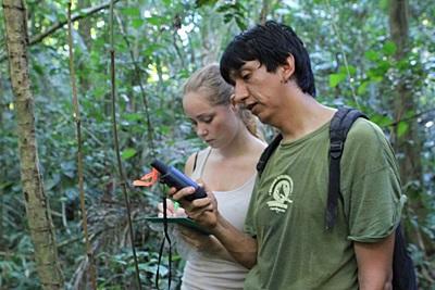 Gap Year volunteer and staff work in the Amazon Rainforest in Peru