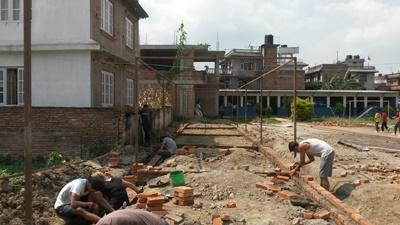 Projects Abroad Disaster Relief volunteers build a classroom in Kathmandu