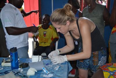 Wolontariusza na wolontariacie z zakresu zdrowia publicznego w Ghanie
