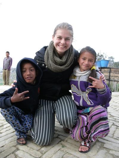 Wolontariusza biorąca udział w projekcie grupowym dla dorosłych 19+